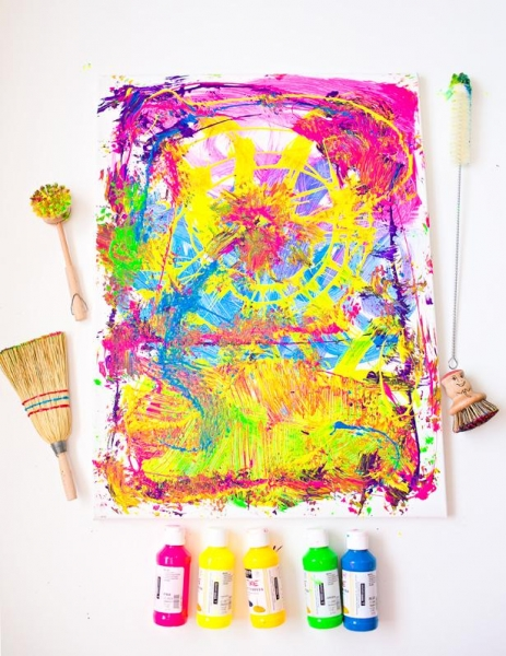 Как сребенком нарисовать абстрактную картину за5минут