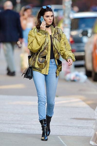 Кендалл Дженнер прогулялась по Нью-Йорку без нижнего белья