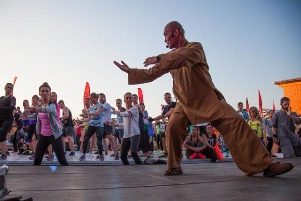 Ирена Понарошку,  Сати Казанова и Анастасия Крайнова обрели внутреннюю гармонию монахов Шаолиня