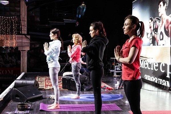 Анна Хилькевич, Ирена Понарошку и Сати Казанова и Анна Хилькевич решили вместе «помахать кулаками»