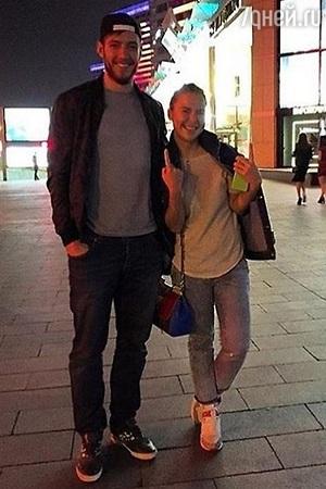 Пелагея вышла замуж за хоккеиста, который моложе ее на 5 лет