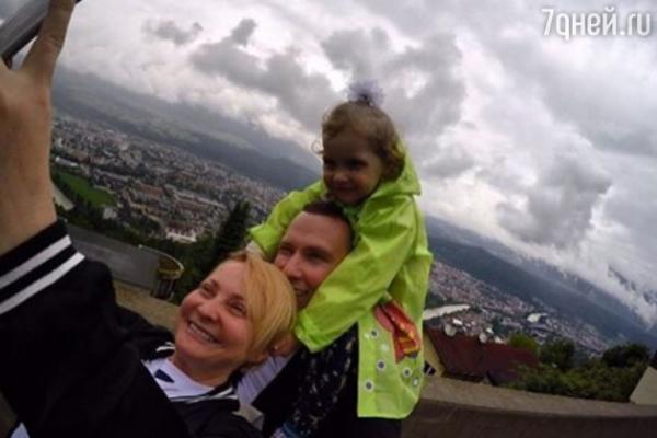 Светлана Пермякова увезла дочку в Европу