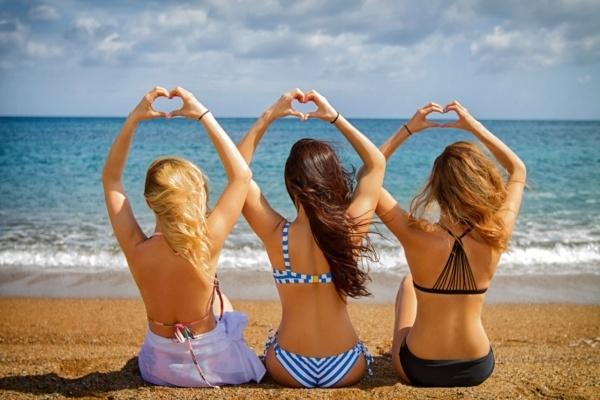 Группа Serebro показали стройные тела в пляжной фотосесии
