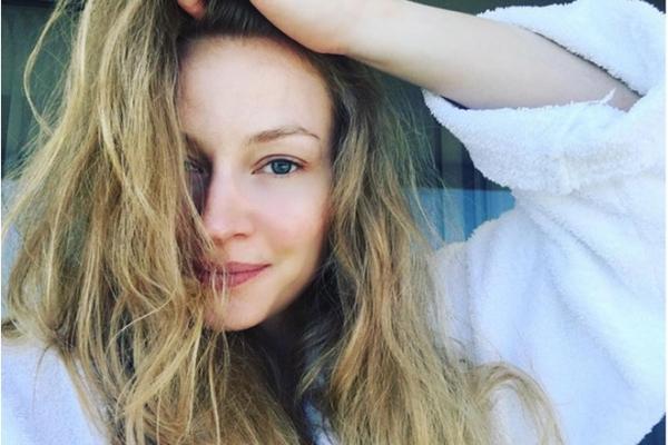 Светлана Ходченкова поделилась снимком без макияжа