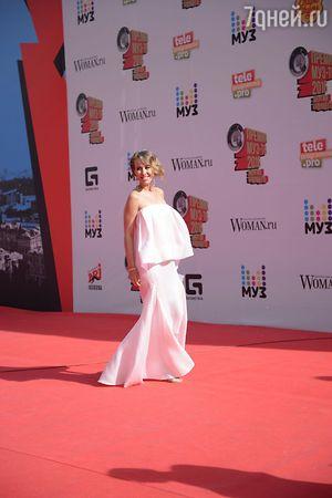 Ксения Собчак появилась на Премии МУЗ-ТВ 2016 в платье для беременных