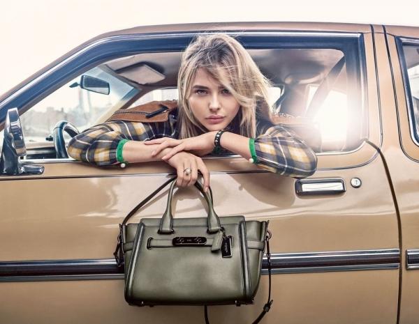 Хлоя Морец рекламирует сумки от Coach