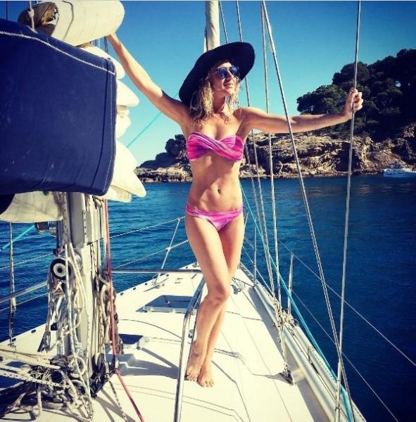 Побаловав поклонников фотосессией в бикини, Юлия Ковальчук посетовала, что отпуск заканчивается