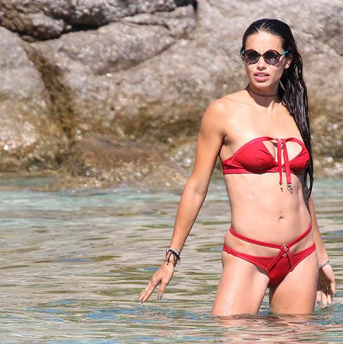 Адриана Лима рассталась с бойфрендом и улетела в Грецию