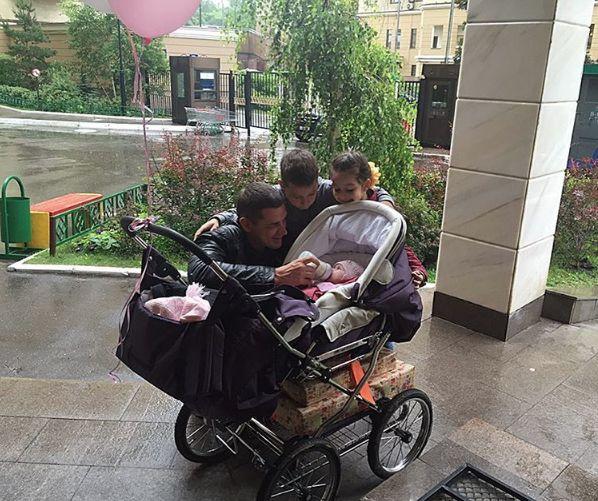 Муж Ксении Бородиной переживает за дочь Теону