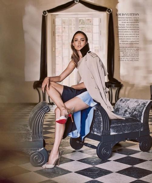 Неподражаемая Кармен Педару позирует для Harper's Bazaar