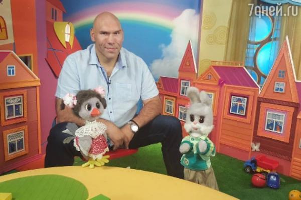 Рунет обсуждает нового ведущего «Спокойной ночи, малыши!»