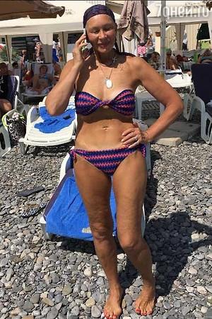 Татьяна Васильева в купальнике стала примером вечной молодости