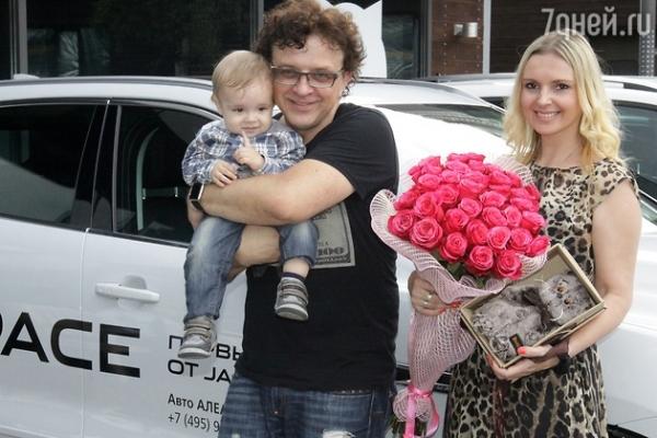 Рома Жуков отметил первый день рождения младшего сына