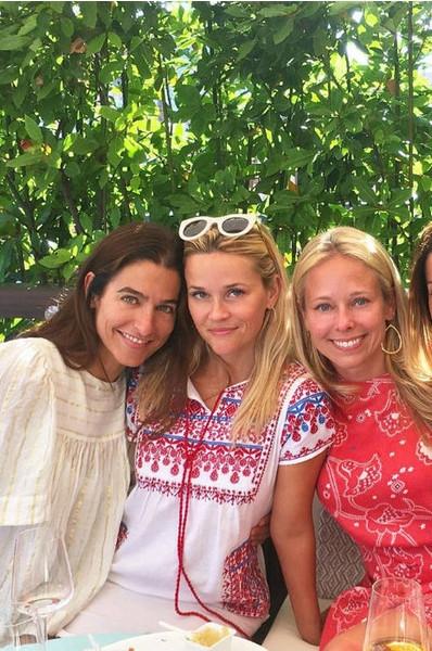 Риз Уизерспун вводит в моду украинскую вышиванку