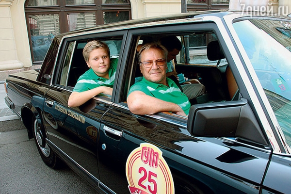Литвинова прокатилась в кабриолете
