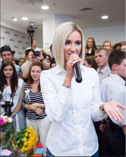 Оля, не пой: поклонники освистали Бузову