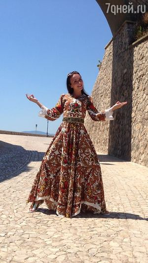 Звезда сериала «Мамочки» Александра Булычева отметила свадьбу на вилле Шарлиз Терон
