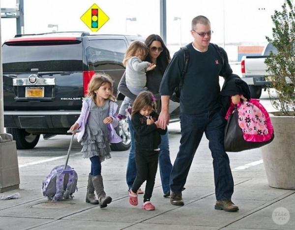 Дочерей Мэтта Дэймона отказались принимать в элитную школу Нью-Йорка