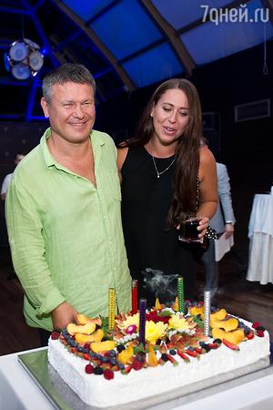 Эксклюзив: Олег Тактаров отметил день рождения с самыми красивыми актрисами