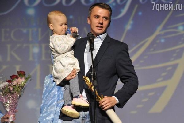 Эксклюзив: Игорь Петренко впервые вышел с дочерью на сцену