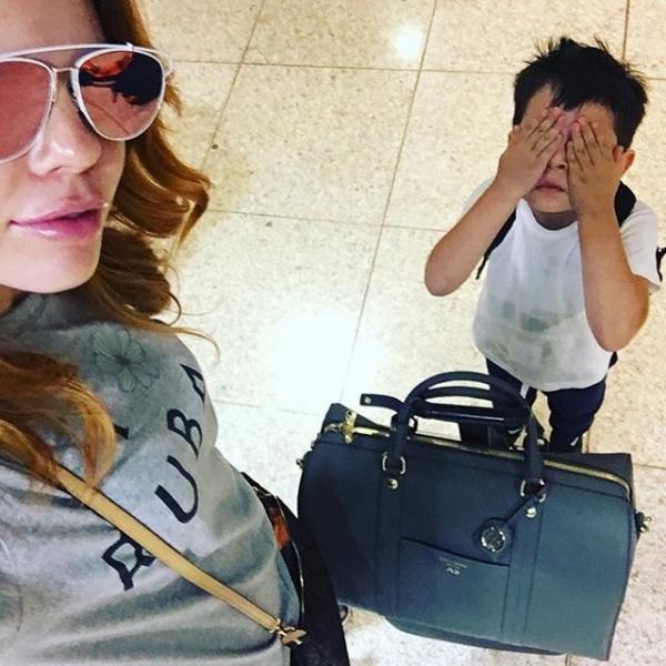 Анастасия Стоцкая отдыхает в Испании в компании мужа и сына