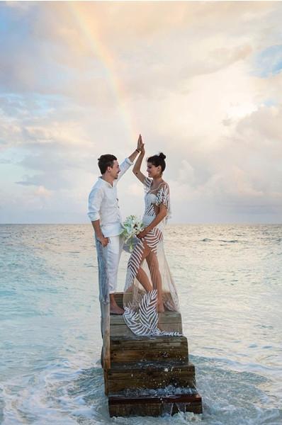 Модель Изабели Фонтана вышла замуж в «голом» платье