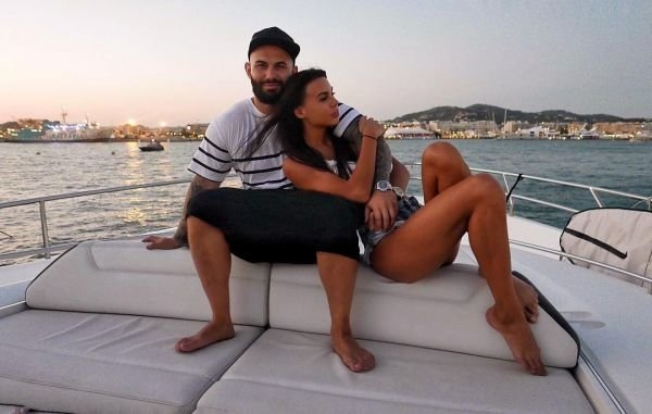 Джиган рискнул жизью на Ибице, а жена Оксана Самойлова показала стройную фигуру