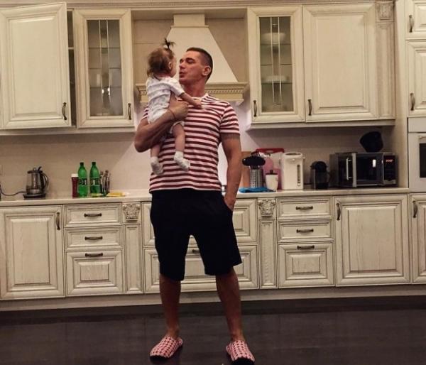 Ксения Бородина устроила семейную фотосессию мужа с дочкой