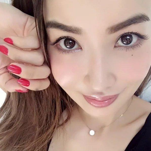 45-летняя японская модель взорвала интернет признанием, как ей удается выглядеть на 20 без пластики