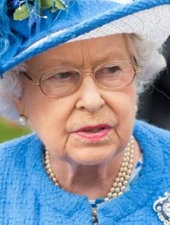 Елизавета II не в восторге от романа сына с Деми Мур