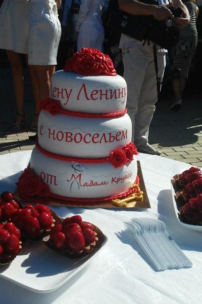 Лена Ленина собрала звездных друзей на новоселье