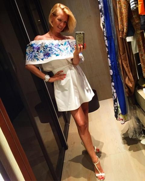 Актриса Олеся Судзиловская впервые после родов блеснула фигурой в бикини