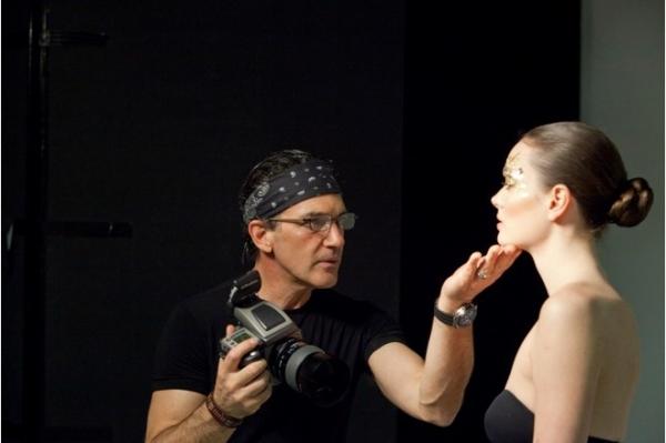 Антонио Бандерас представит в Москве фотопроект Women in Gold