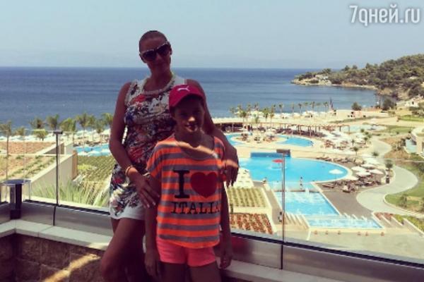 Анастасия Волочкова носит одежду своей 10-летней дочери