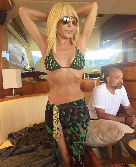 61-летняя Донателла Версаче шокировала интернет снимком в бикини