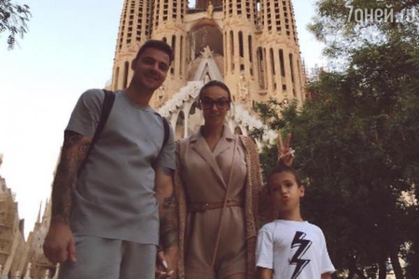 Алена Водонаева выгнала молодого жениха из дома