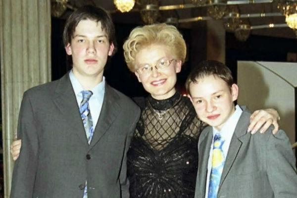 Елена Малышева спасла сына от болезни