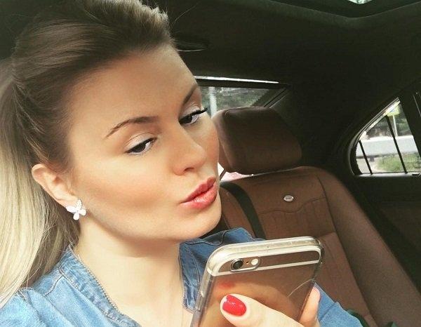 С новой прической Анна Семенович стала выглядеть старше