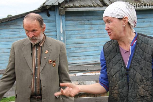 Федор Добронравов ухаживает за Ириной Розановой