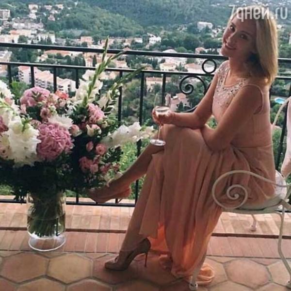 Дочка Ольги Кабо отпраздновала совершеннолетие во Франции