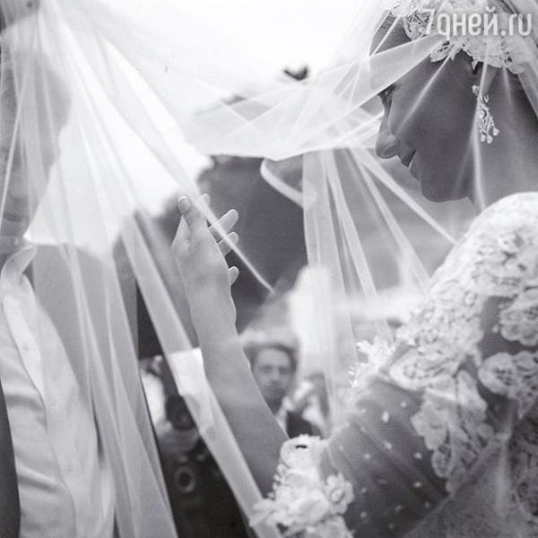 Татьяна Навка отмечает годовщину бракосочетания