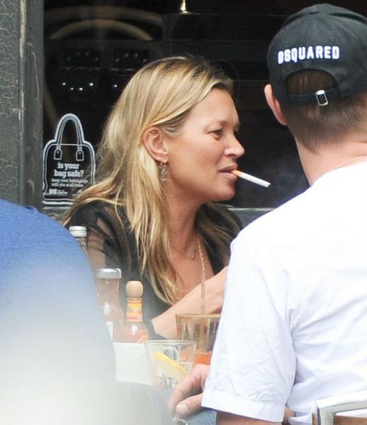 Кейт Мосс снова начала пить после двух месяцев воздержания