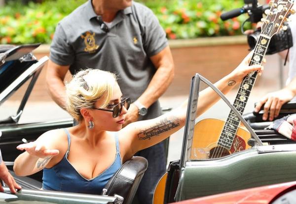 Минус размер: Леди Гага сильно похудела