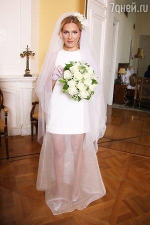 Невеста Павла Табакова выбрала примерила подвенечное платье