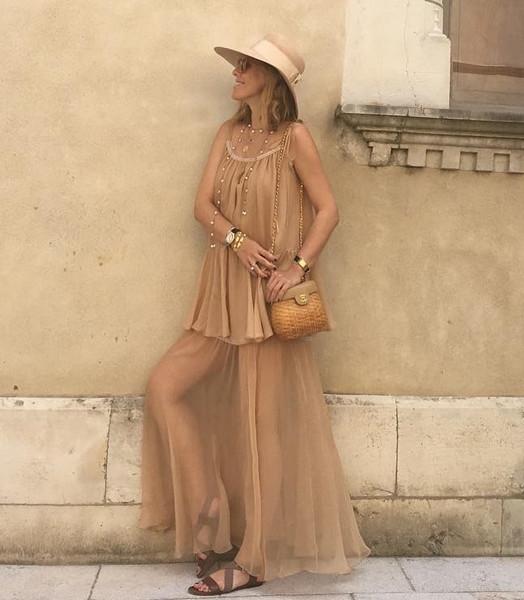 Беременная Собчак примерила откровенное платье