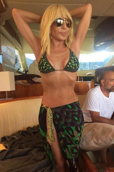 Да или нет: 61-летняя Донателла Версаче в бикини