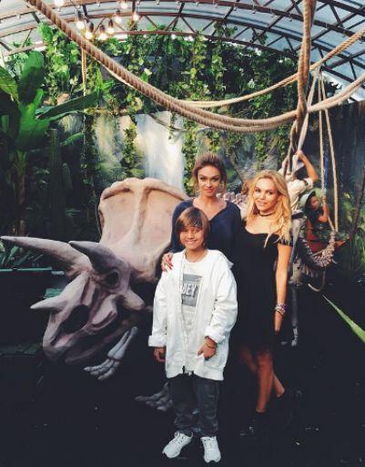 Алена Водонаева устроила сыну вечеринку в джунглях