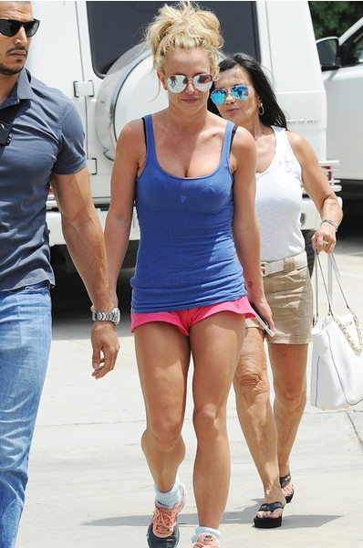 34-летняя Бритни Спирс не стесняется носить микрошорты