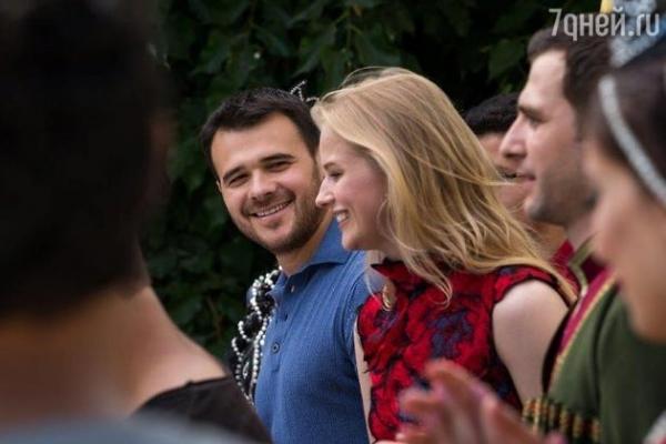 Видео: EMIN сбежал в Баку вместе с Александрой Бортич