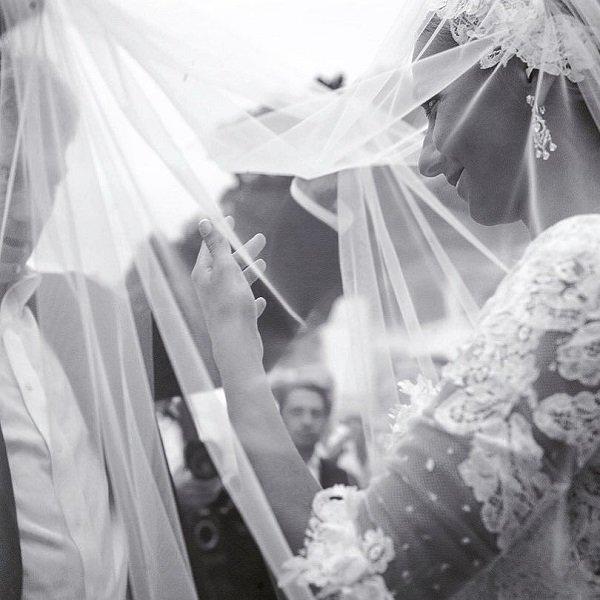 Татьяна Навка показала два свадебных платья
